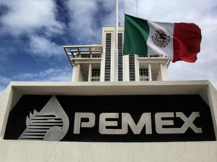 Cesa Pemex a trabajadores por ordeña