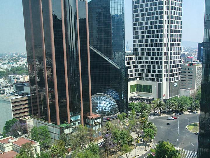 Bolsa Mexicana baja 0.59 por ciento al cierre