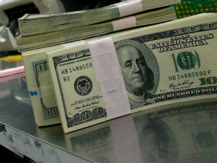 En ventanillas bancarias el dólar se vende en 18.90 pesos. Foto: Archivo