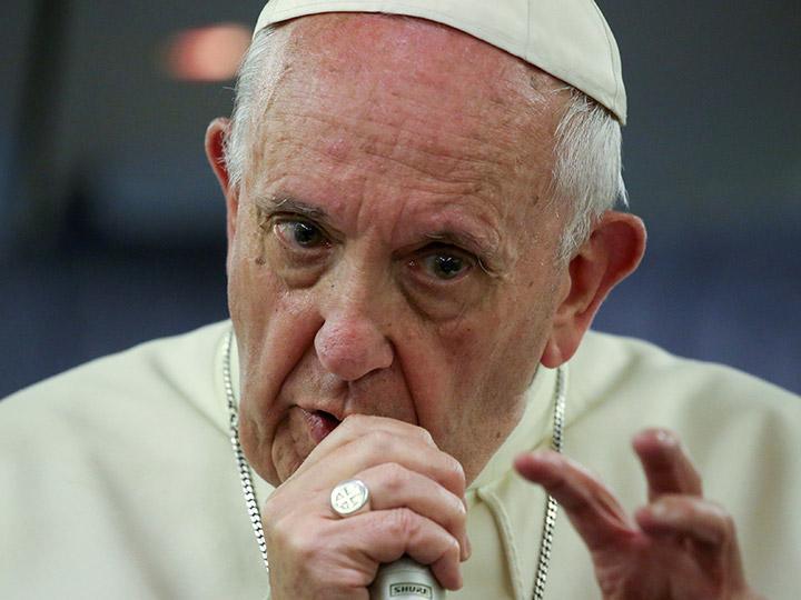 Las misas son gratuitas y nadie está obligado a pagar por ellas ni siquiera cuando se quieren ofrecer especialmente por un familiar o un amigo fallecido aclaró el papa Francisco