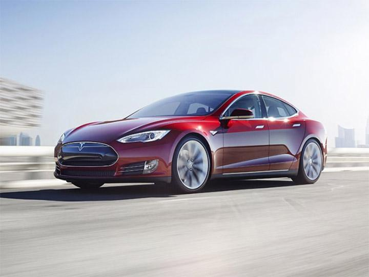 Tesla responsabiliza al conductor del accidente con su coche autónomo