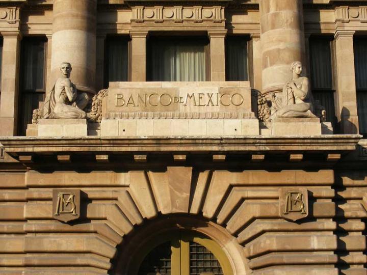 Analistas bajan pronóstico de inflación para 2018: Banxico