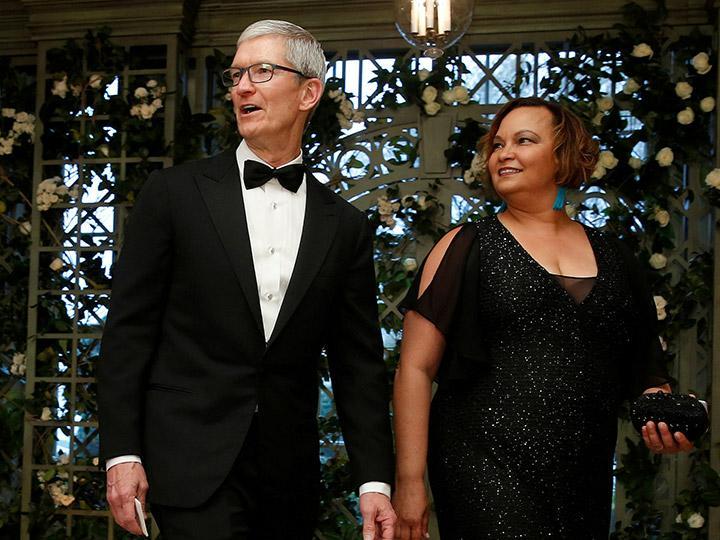 Donald Trump se reúne con el jefe de Apple