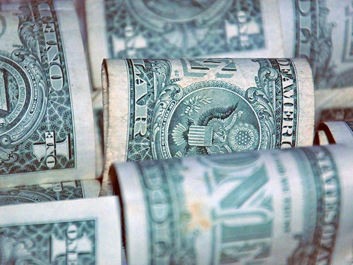 Dólar inicia la semana en 19.50 pesos en terminal aérea capitalina