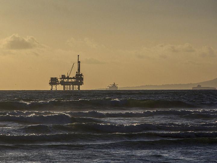 Disminuyen precios del petróleo ante conflicto comercial EUA-China