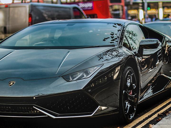 Conduce Lamborghini y en tres horas suma multas que llegan a $47,000