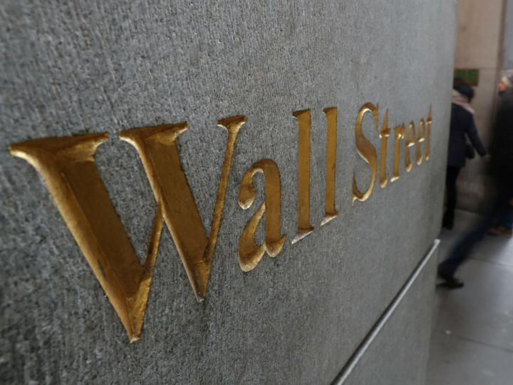 Wall Street cierra con ganancias en 10 de sus sectores