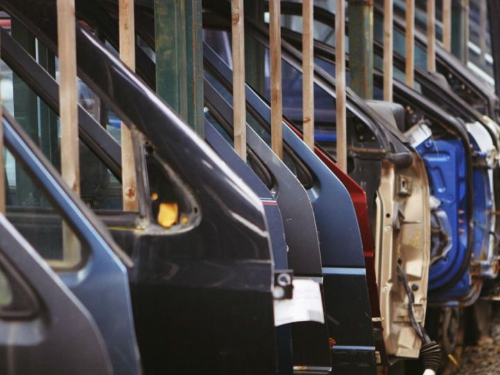 A la baja, producción y exportación de autos