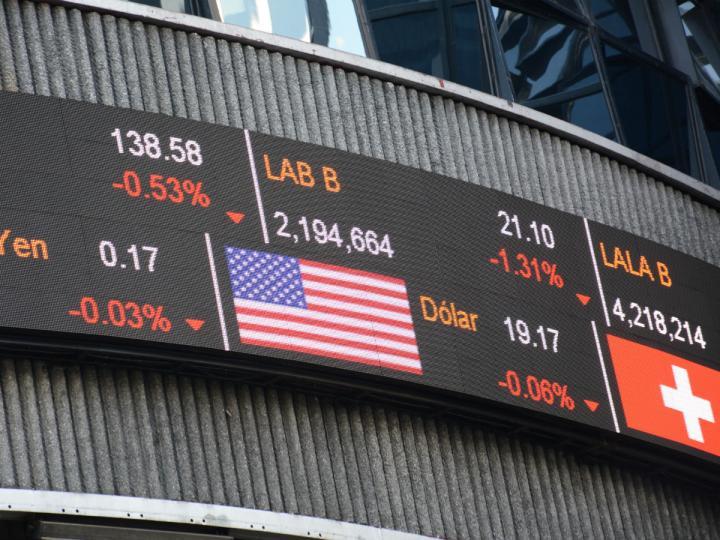 Cae Bolsa Mexicana de Valores