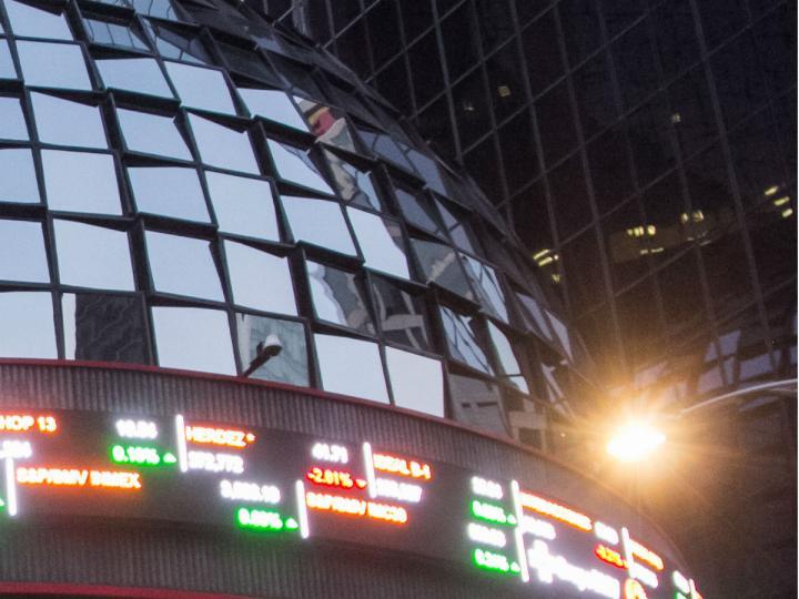 Bolsa mexicana gana desde mínimo nivel en más de siete semanas