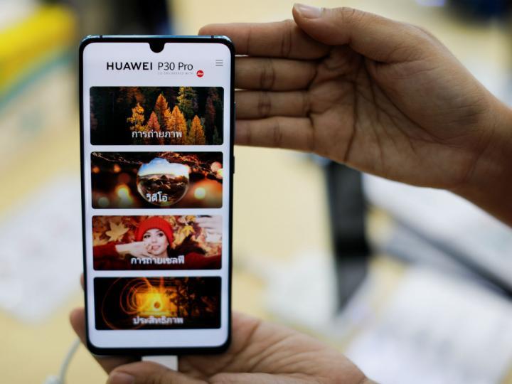 EXCLUSIVA-Facebook suspende la preinstalación de sus 'apps' en teléfonos Huawei