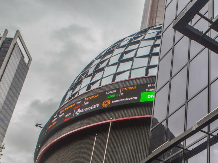 Bolsa mexicana pierde luego de plan Pemex