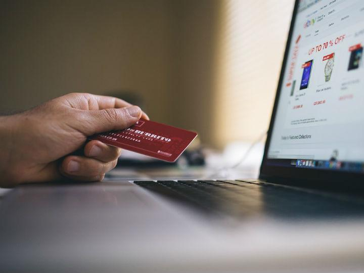 Cómo utiliza un estafador los números de tu tarjeta de crédito caducada