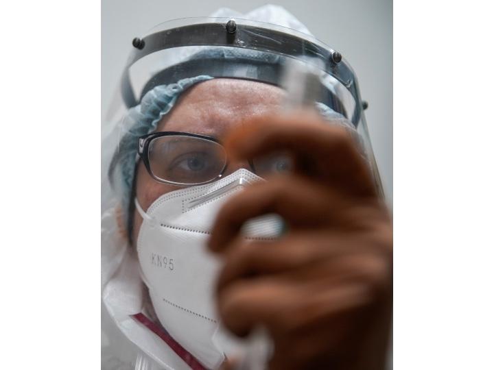 Reportan primera muerte por reinfección de coronavirus en el mundo
