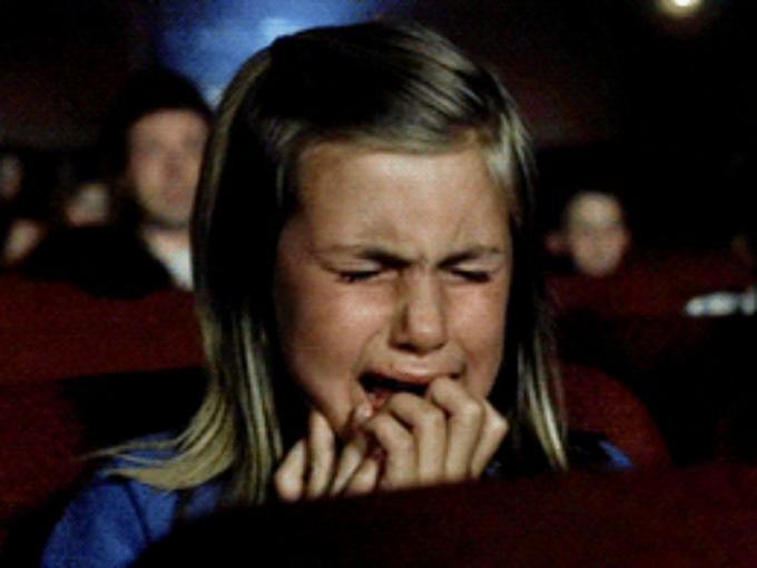 Cerebro y cine: Cuando vemos una película. Imagen obtenida de: http://cdn2.dineroenimagen.com/media/dinero/styles/xlarge/public/peliculas-tristes-comida_0.jpg