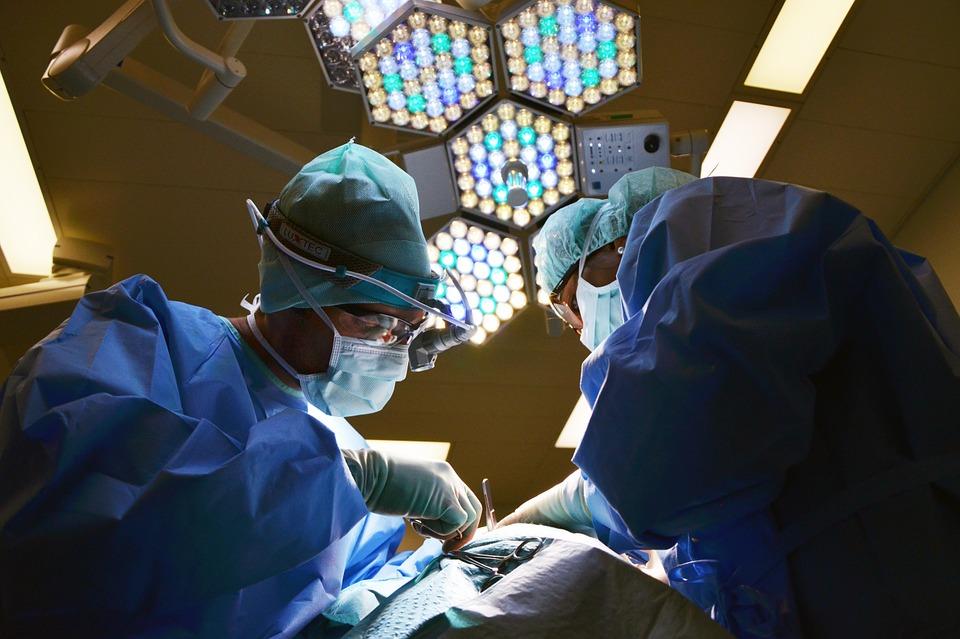 cirujanos-empleos-del-futuro