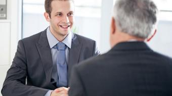 En una entrevista de trabajo no sólo debe entrevistar quién busca un empleado, sino también quien quiere serlo, por lo que debe convertirse en una conversación en la cual es válido preguntar. Foto: Thinkstock