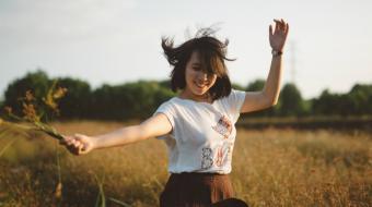 La felicidad no llega de un día para otro ni es resultado de un solo hecho en nuestras vidas. Foto: Visual Hunt