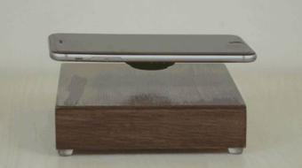 OvRcharge es un proyecto que busca financiamiento en Kickstarter, este invento hace que el dispositivo levite mientras la batería se carga. Foto: Kickstarter.