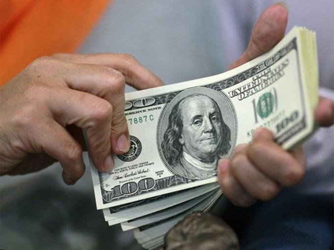 Venden El Dólar Hasta En 13 55 Bancos