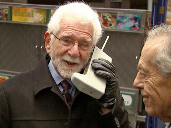 Martin Cooper realizó la primera llamada de celular en el mundo. Foto AP