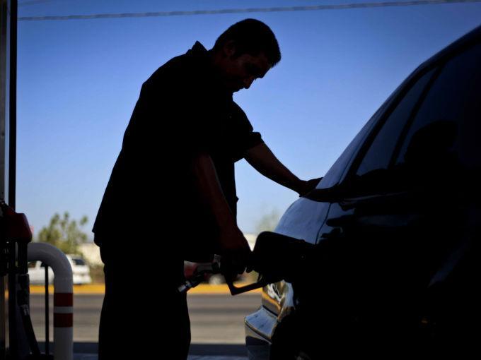 Proponen nuevo 'impuesto verde' de 5 pesos al litro de gasolina