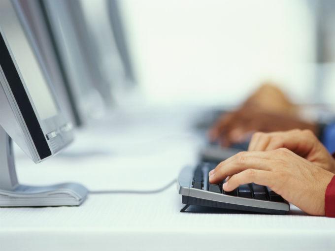 La educación empresarial añade valor agregado, además de brindar perspectivas distintas para quien tiene acceso a ellos. Foto: Photos.com