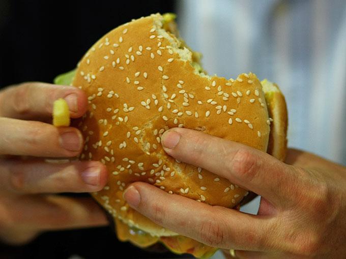 Diferentes ciudades de la Unión Americana reclaman ser los inventores de la hamburguesa moderna. Foto: Getty