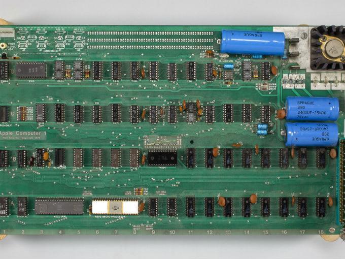 6bdeb66b075 Apple I de 1976 alcanza 905,000 dólares en subasta | Dinero en ...
