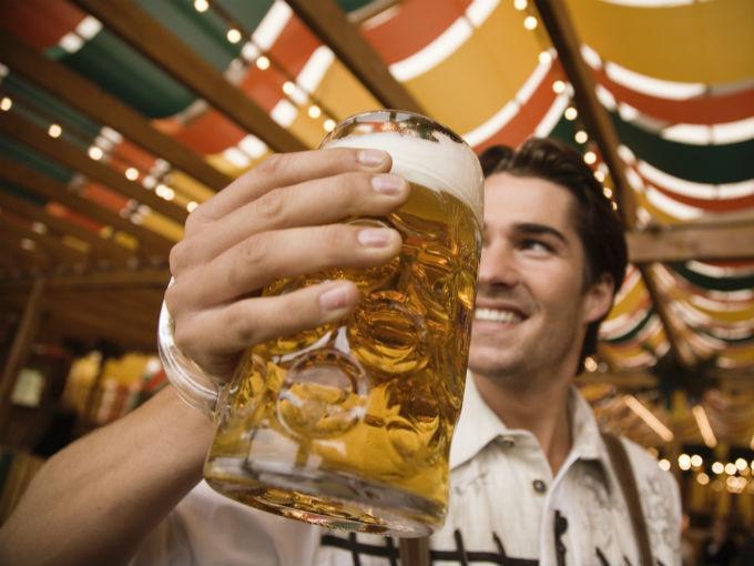 El consumo de alcohol se describe en términos de gramos de alcohol consumido o por el contenido alcohólico de las distintas bebidas. Foto: Especial.