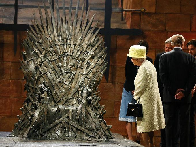 5 cosas que la reina Isabel II puede hacer y tú no