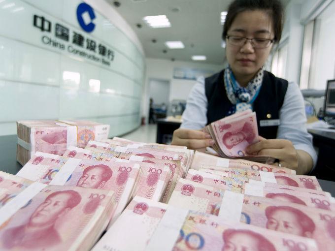 """China califica como """"ajuste normal"""" reciente devaluación de yuan"""