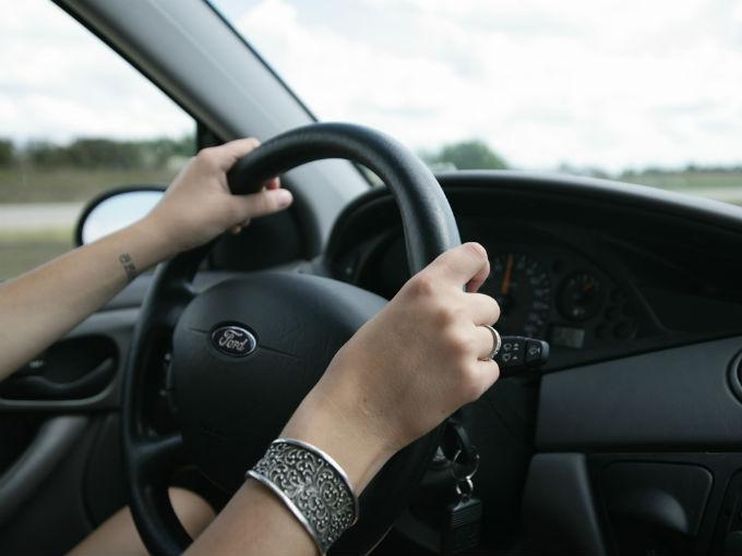 Descubre tu personalidad según la forma en que tomas el volante