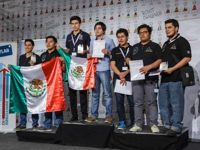 Ganan estudiantes mexicanos primer lugar en Robotchallenge 2016