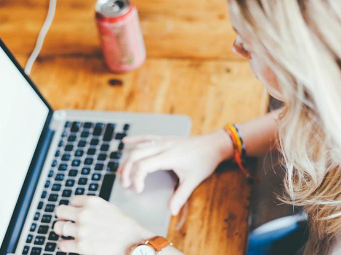 Los hackers podrían ver la actividad de cualquier hogar desde la Webcam. Foto: Pixabay.