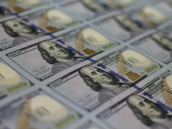 Cierra dólar en $20.18 a la espera del debate en EU