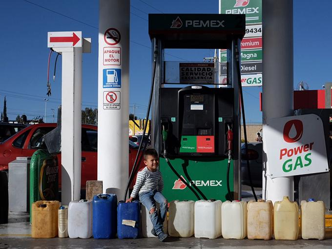 La Organización Nacional de Expendedores y Derivados del Petróleo (Onexpo) aseguró que en promedio el precio de las gasolinas en México es 45.46% más cara que en Estados Unidos. Foto: Archivo Cuartoscuro