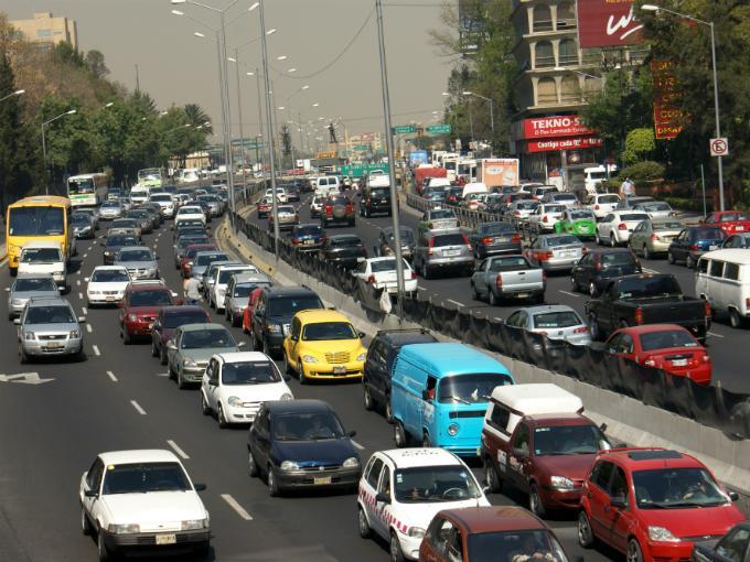 Los embotellamientos hacen que tu consumo de gasolina aumente hasta un 10 por ciento. Foto: Archivo