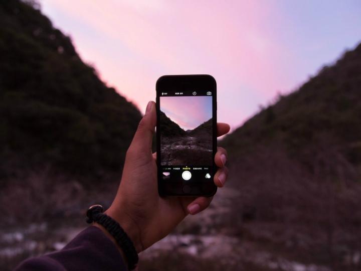 Ellos hacen que los smartphones comoiPhone o marcas reconocidos como Huawei y Motorola sean mucho más accesibles para la población. Foto: Visual Hunt