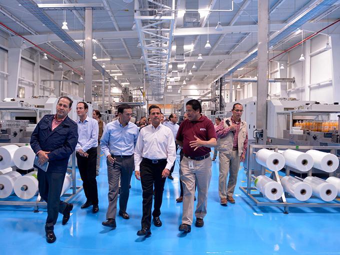 Peñafiel inaugura su cuarta planta de producción en México | Dinero ...