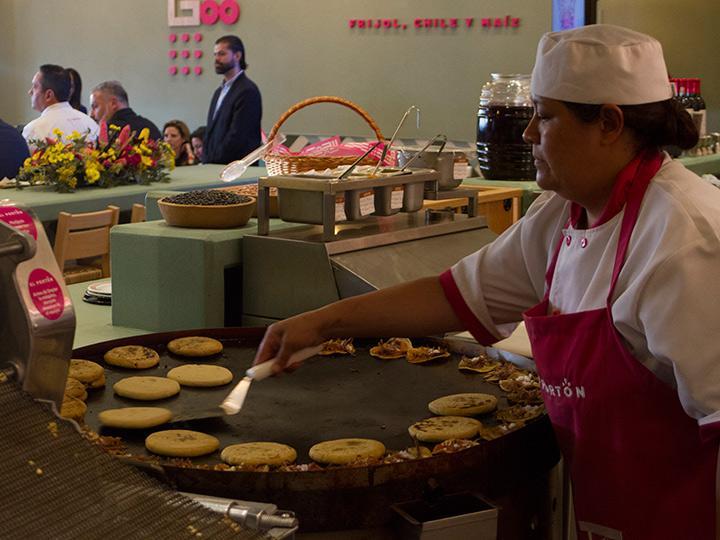 La operadora de restaurantes invertirá 350 millones de pesos en la remodelación de imagen de la cadena de comida mexicana. Foto: Cuartoscuro