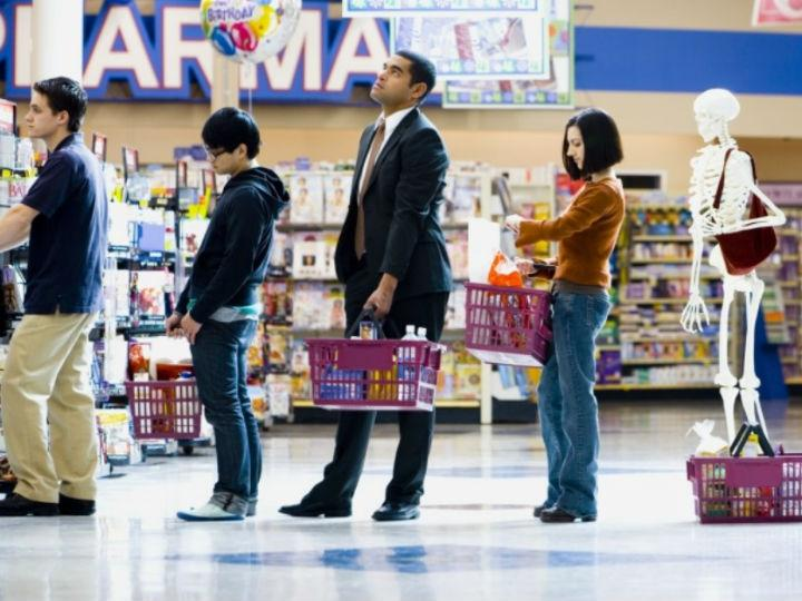 El truco matemático para elegir la fila más rápida del supermercado