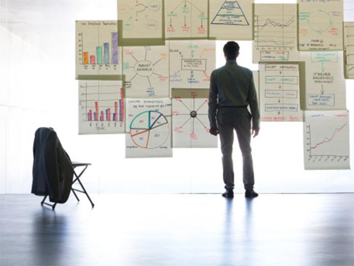 Los verdaderamente habilidosos guían a las personas durante el proceso de identificar temas y moldear decisiones estratégicas. Foto: Getty