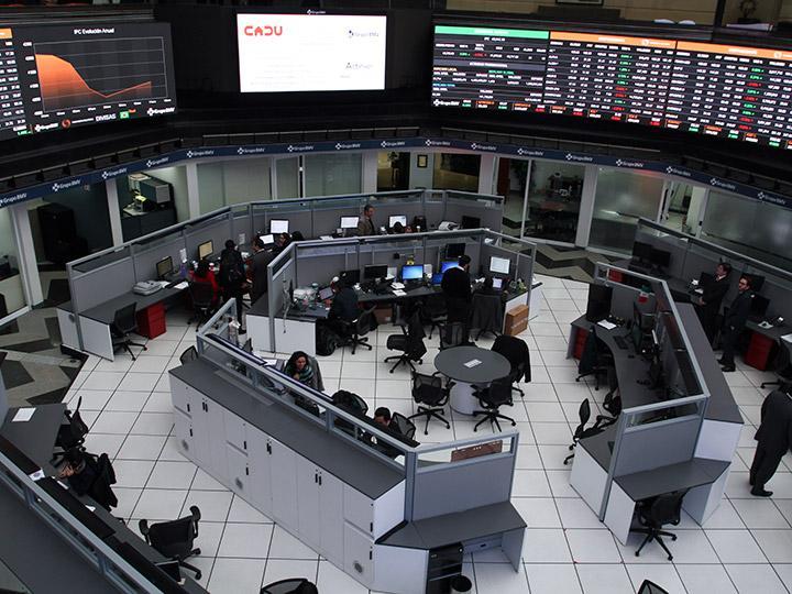 Bolsa de México baja 0,16 % y cierra en 49.087,74 puntos