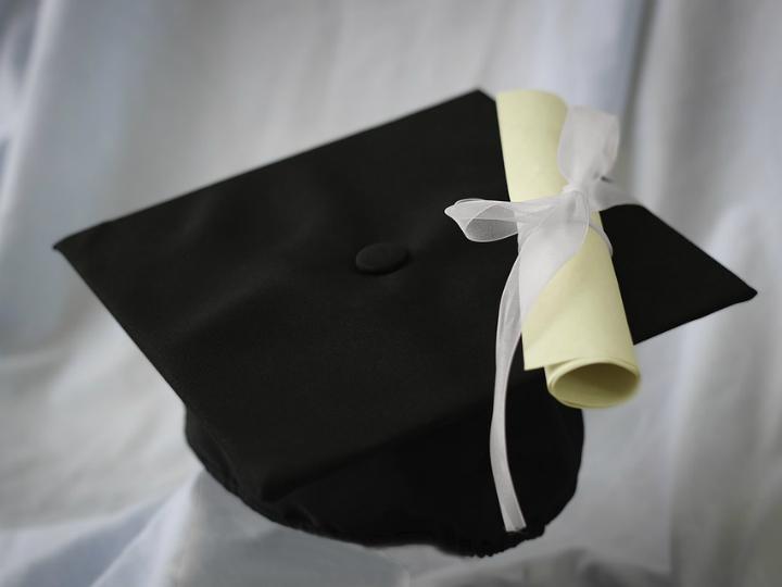 Lo más importante no es si tiene universidades como Stanford u Oxford, sino más bien la calidad de las universidades a las que probablemente sus hijos asistan. Foto: Pixabay