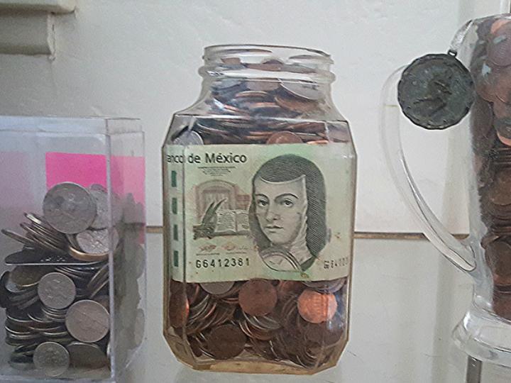 Algunos especialistas sugieren que se debe guardar una tercera parte del salario. Foto: Foter.