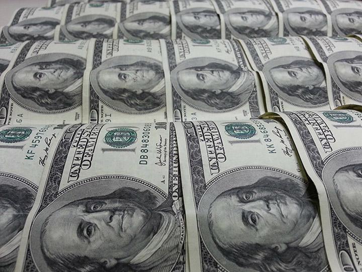 Peso con nuevo récord del año: dólar cae a este precio