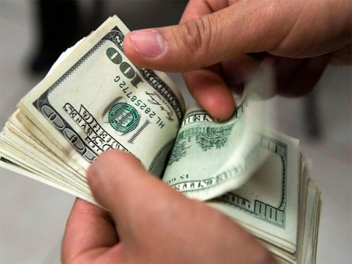 El dólar estadounidense se vende en 18 pesos. Foto Archivo