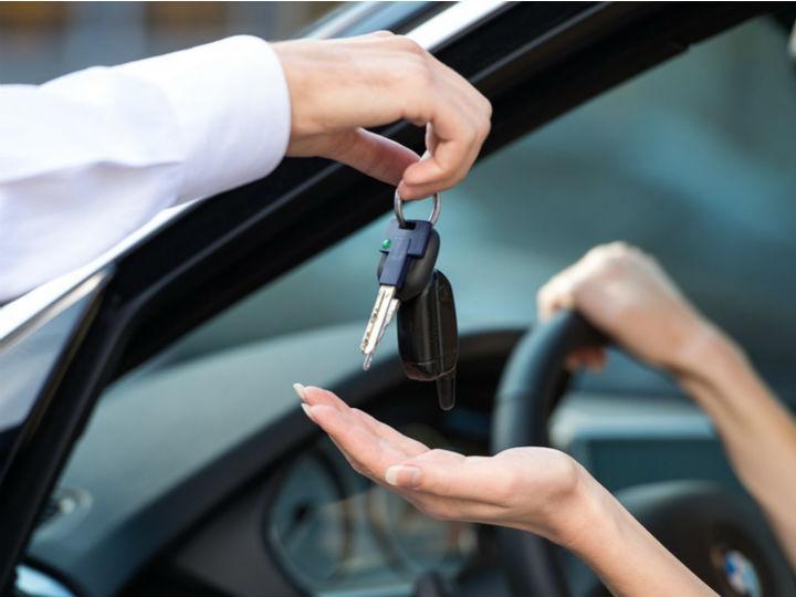 5 derechos que tienes al usar un valet parking | DineroenImagen