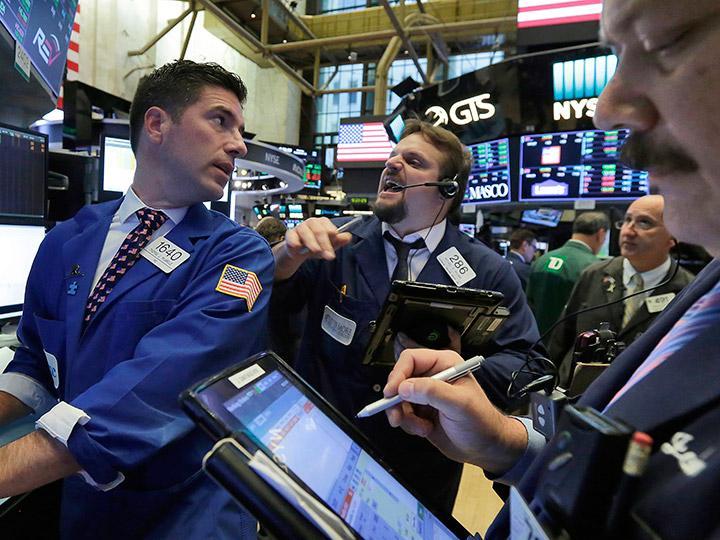 Bancos impulsan a Wall Street a nuevos récords máximos